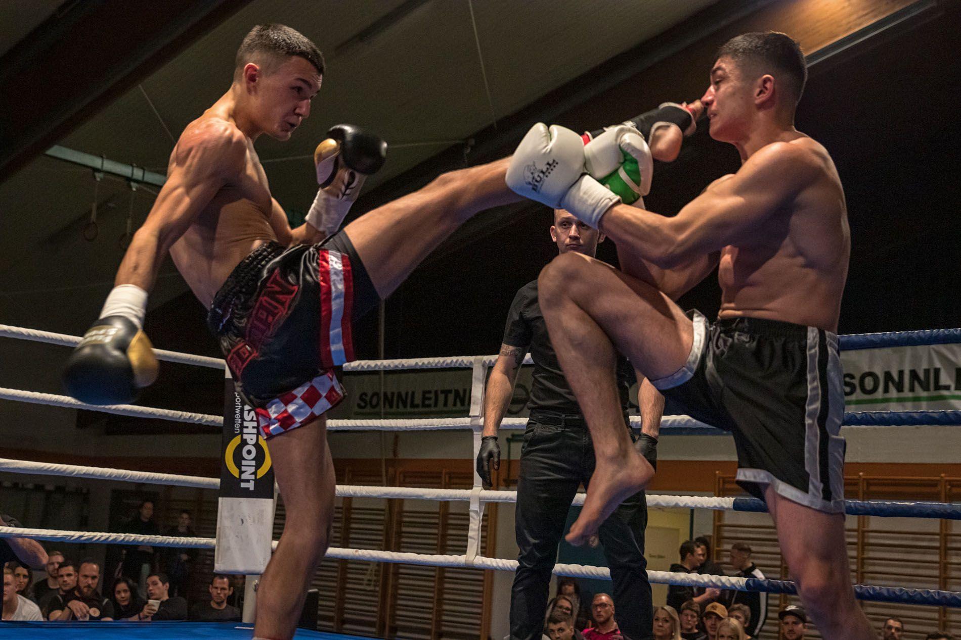 Anto Radman schlägt einen Push Kick ins gesicht seines Gegners